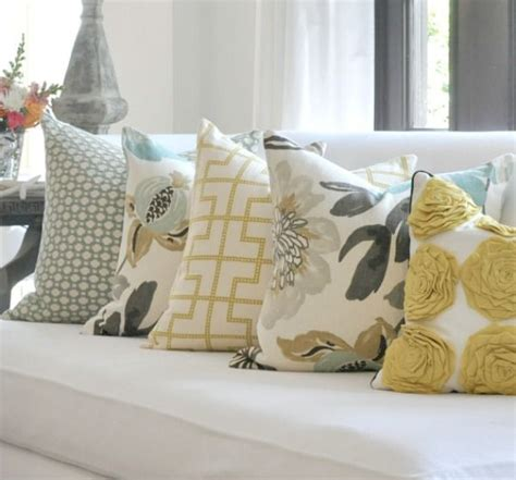 how to place pillows on a sectional 17 best images about step up your room decor on pinterest