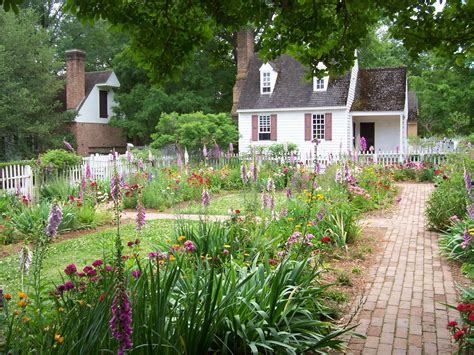 Williamsburg Garden colonial williamsburg weaver clancy taught me drop spindle spinning in the shake of a