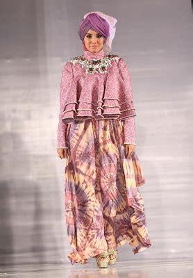 Baju Yulia Rahman ketika seleb menjadi model busana muslim dian pelangi tutorial
