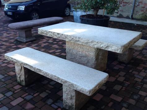 tavoli in pietra da esterno tavoli da giardino perch 233 privilegiare la pietra naturale