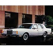 Lincoln Town Car 1981–85 Photos 1024x768