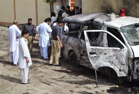 consolato pakistano usa via personale non essenziale dal consolato in