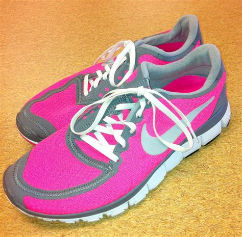 nike neon pink running shoes nike neon pink athletic shoes clothes mentor purses