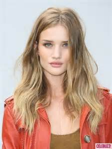 rosie huntington whiteley hair color rosie huntington whiteley attends burberry fashion show in