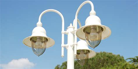 lanterna da giardino lanterne da esterno idee da sogno per il tuo giardino