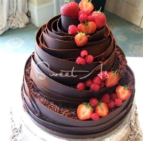 Best 25  Fruit wedding cake ideas on Pinterest   Wedding