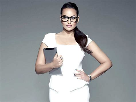 sonakshi sinha biography age boyfriend family affairs