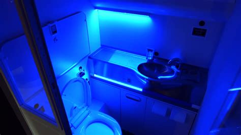 Boeing S Self Cleaning Bathroom Would Nuke Germs With Uv Bathroom Uv Light