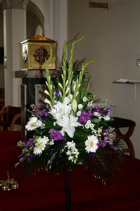 Pictures Of Wedding Flower Arrangements For Church