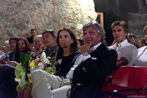 carige italia on line business a genova ci si agghinda per il matrimonio carige