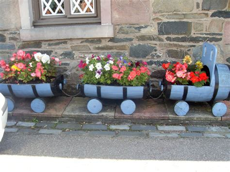 diy planters out of crates beesdiy