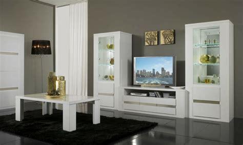 Beau Tapis Pour Salon Moderne #1: colonne-conforama-en-bois-meuble-colonne-intérieur-moderne-de-style-tapis-noir-carrelage-noir.jpg