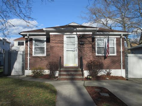 23 Dongan Hills Avenue Staten Island, NY   For Sale