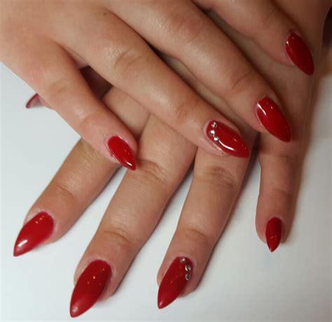 gelnagels fotos foto s rode nagels nageltips rood gelakt nagelsalon etten