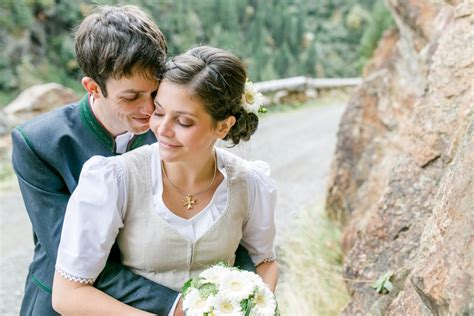 Brautfrisur Trachtenhochzeit by Zauberhafte Trachtenhochzeit Im Tiroler 214 Tztal