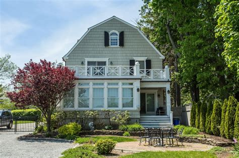amityville house long island house where amityville horror murders occurred asks 850 000 6sqft