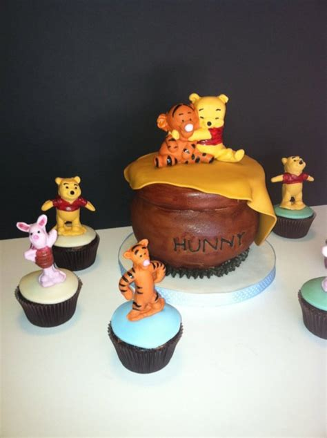 Pooh Baby Shower Cakes by Winnie The Pooh Baby Shower Cake And Cupcakes
