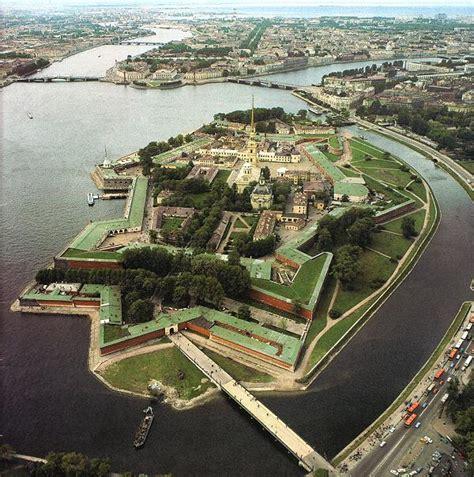 la isla interior fortaleza de pedro y pablo