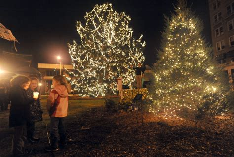tree lighting ceremony in clarksville tn in bristol market trees lights 2015