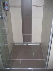 fliesen in der dusche ebenerdige dusche fliesen igamefr