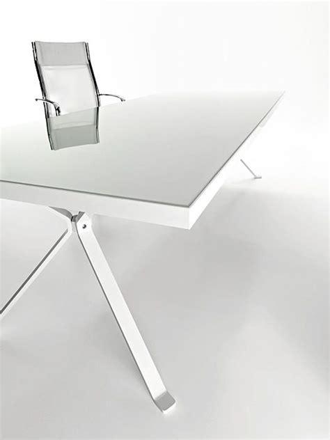 stylish curved minimalist desk digsdigs revo minimalist white desk by manebra digsdigs pavart