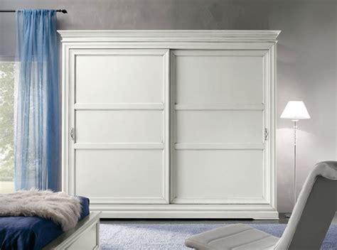 armadio a due ante scorrevoli armadio artigianale a due ante scorrevoli in legno