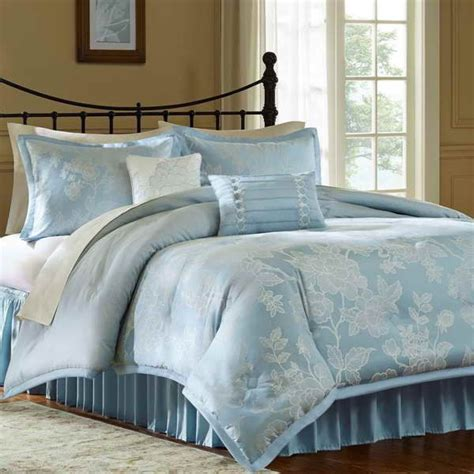 plain white comforters 35 best images about plain comforters for teenage girls on