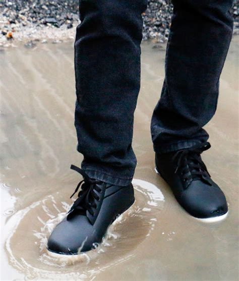 water resistant shoes coated by superhydrophobic nano
