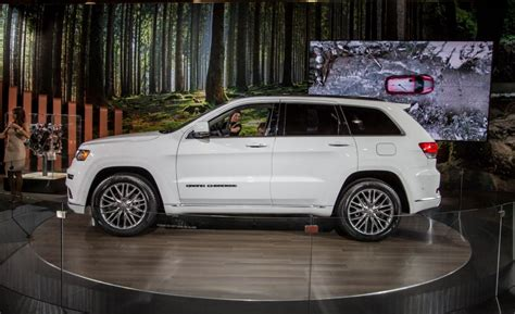 jeep grand cherokee 2017 summit there be leather upon that summit jeep updates grand