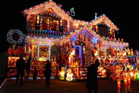 best christmas decorated homes here s where you can see the best holiday lights in queens