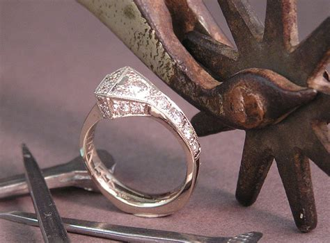 Horseshoe Wedding Rings by Wedding Rings Pictures Horseshoe Nail Wedding Ring