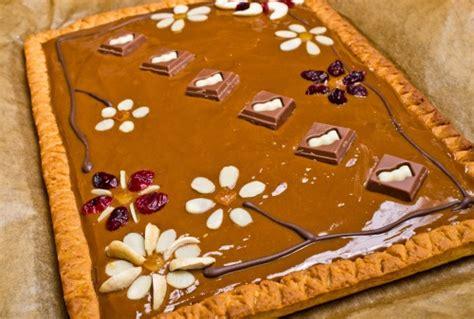 fiori di nutella crostata di nutella con fiori di mandorle e frutta secca