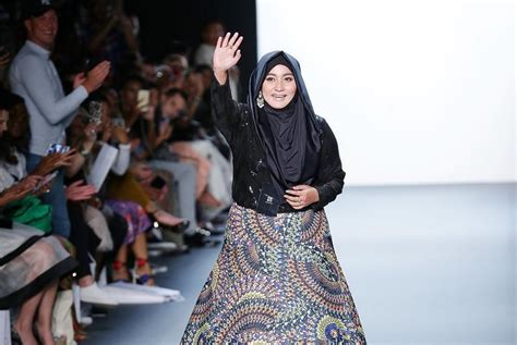 design fashion indonesia indonesian designer s hijab collection wows new york