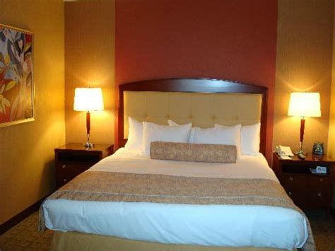 hilton bed 40 inch plasma tv in living room picture of hilton charlotte center city charlotte