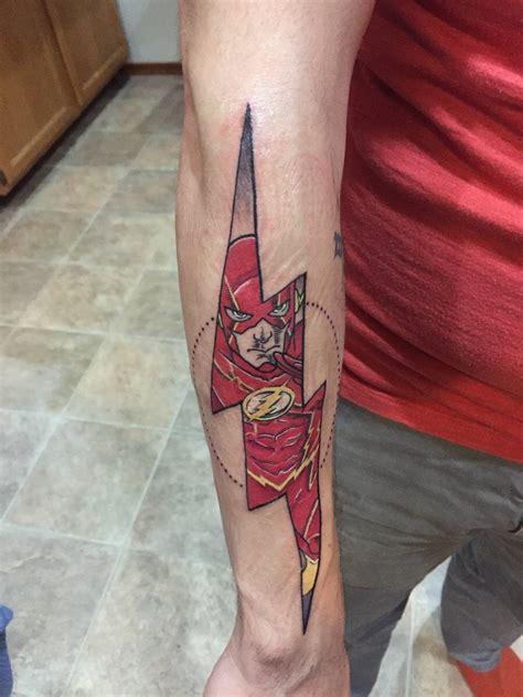 logo tattoo flash les plus beaux tatouages de l univers dc superman flash