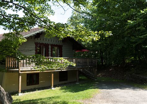3 bedroom chalet chalets rental for 6 laurentians three bedrooms