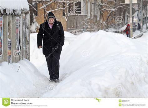 fotos rumania invierno nieve invierno extremo en rumania imagen de archivo