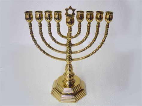 candeliere ebraico antica soffitta arreda con stile