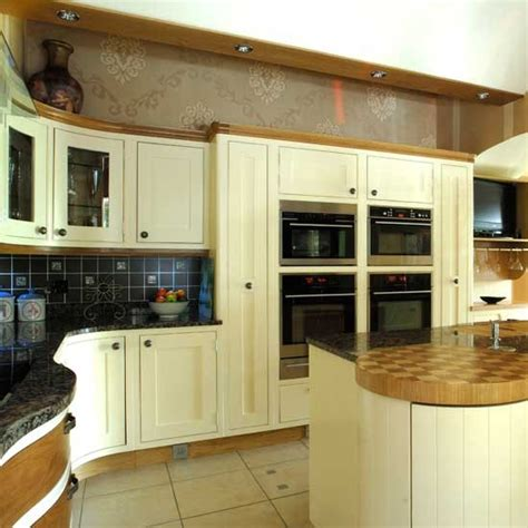 cream shaker kitchen ideas dark wooden shaker kitchen shaker kitchens kitchen