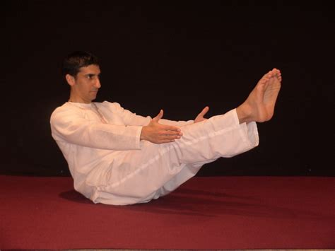 boat pose kundalini yoga best yoga exercise to get firm toned abs