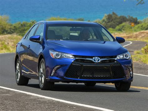 toyota hybrid cars 2016 toyota camry hybrid price photos reviews features