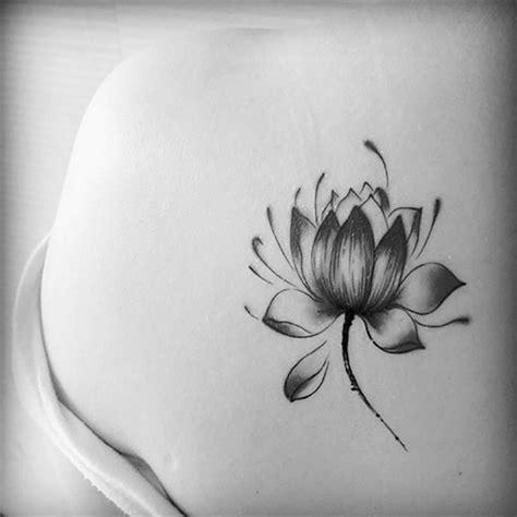 lotus tattoo zwart wit tatouage fleur zoom sur le mysticisme derri 232 re le lotus