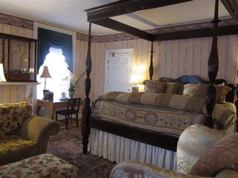 lincoln room view when you enter picture of captain lord mansion kennebunkport tripadvisor