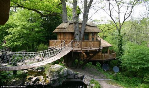 tree houses now that s a real millionaire play pad the luxury tree