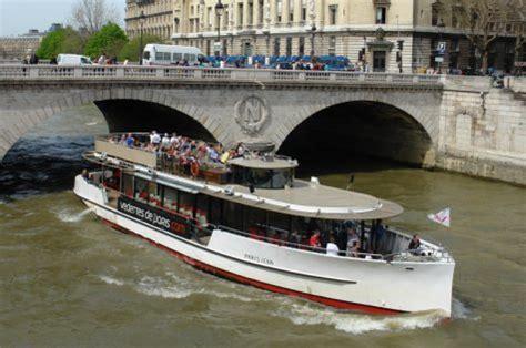 bateau mouche saint michel bateaux mouches sur la seine 224 paris