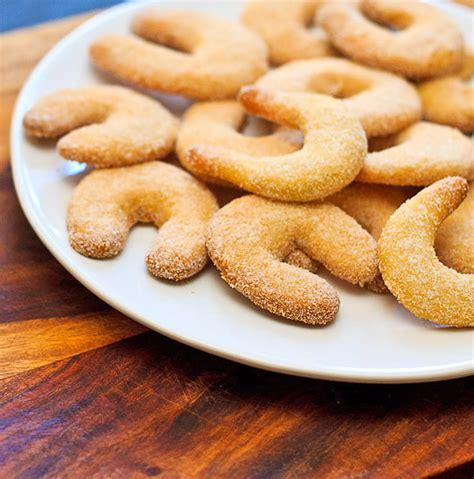 new year german cookie recipes vanilla crescent cookies german cookies