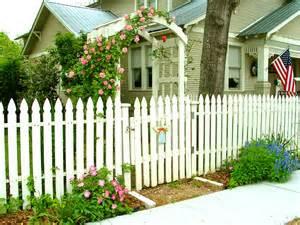 Garden Cottage Bed And Breakfast - the brenham house white picket fences in brenham texas
