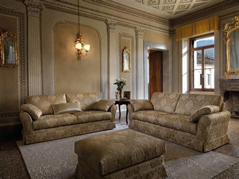 divano e poltrona divano classico modello arredamento zona giorno