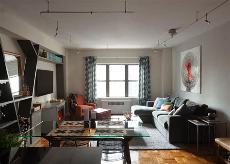Bachelor Appartment by Sophisticated Bachelor Apartment In Nyc Lablstudio Hgtv