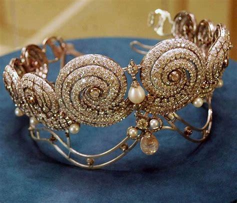 Du Tiara les 1089 meilleures images du tableau tiaras crowns sur couronnes couronnes